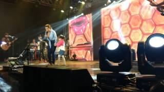 Beatriz canta com Simone e Simaria