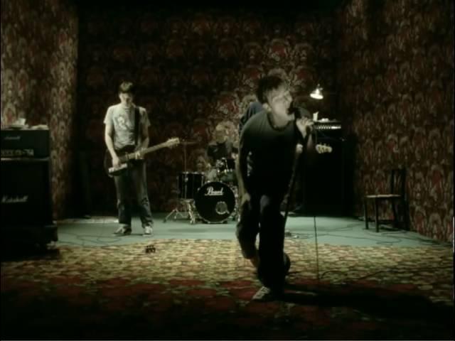 Videoclip oficial de la canción Song 2 de Blur