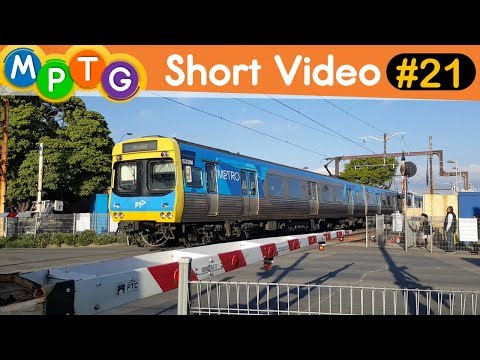 Metro Trains running express through Murrumbeena & Carnegie Stations (Short Video #21)