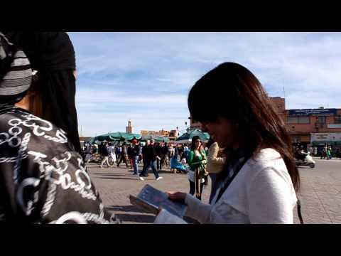 Mayu and Koto in Marrakesh (Djemaa el Fna)