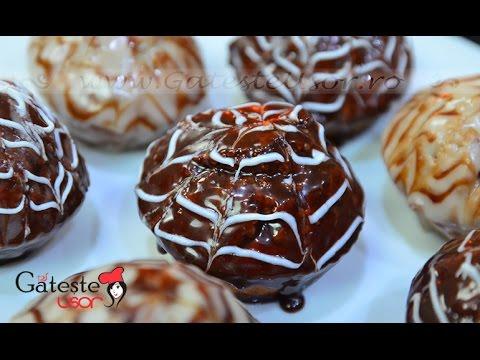 Reteta de Briose cu Ciocolata si Glazura Panza de Paianjen