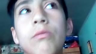Niño canta como britiago