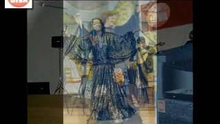 19-Amália Rodrigues - ' Cheira a Lisboa '-À Guitarra E A Viola