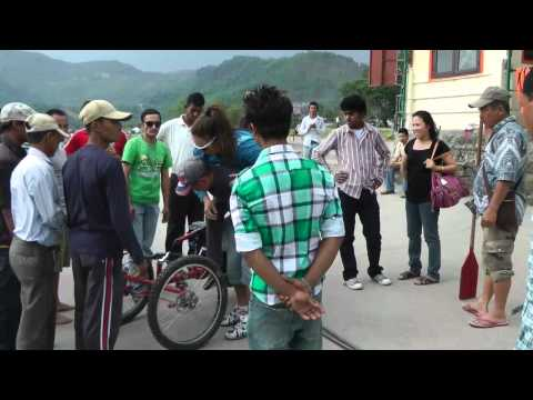 Nepal 2012 Phewa Tal   Exiting Boat