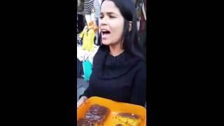 """ESPETACULAR"""" vendedora de bolo no bairro do Brás, CANTA MUITO"""" Curta e Compartilhe para ajuda-la"""""""