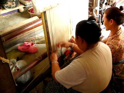 Tibetan Weaving in Nepal