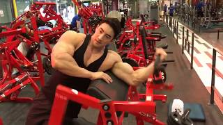 Chul Soon training biceps live.