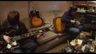Oasis Record 'Champagne Supernova'  (Rare Video)
