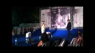 Erennio De Vita presenta Marika Cecere a Miss Italia 2012.