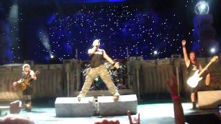 [HD] Iron Maiden - Hallowed Be Thy Name (Ending) (Live 7/18/10 - Chicago, IL) (From The Barrier)