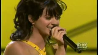 Katy Perry - I Kissed a Girl (LIVE)