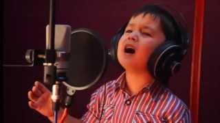 ΑΠΙΣΤΕΥΤΟ!!! Το λέει η ψυχούλα του μικρού τραγουδιστή!