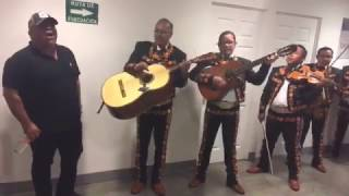 No llega el Olvido - Chuy Lizarraga con mariachi