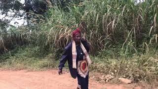 CAMEROUN MAMIE JA FEMME D'AFFAIRES VIRÉE À KOBA POUR LA MESSE DU DIMANCHE