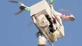 Lançamento de brindes com paraquedas por drone.