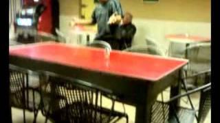 El Mariguano del Bar El Campo en su hora de break