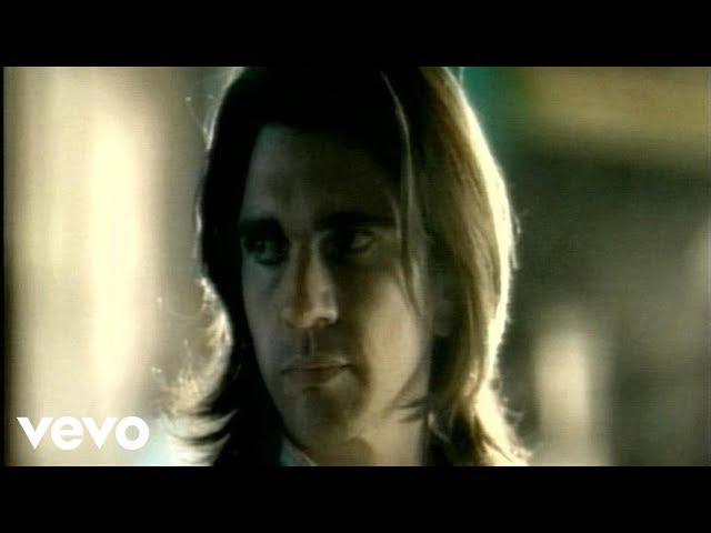 """Videoclip oficial de la canción """"La Camisa Negra"""" de Juanes."""