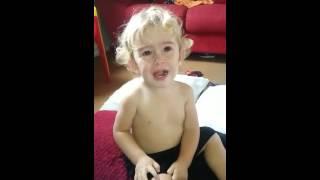 """Davizinho chora com """"A bonequinha - Xuxa"""""""