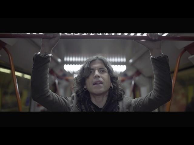 """Videoclip oficial de la canción """"Noviembre"""" de Rulo y La Contrabanda."""