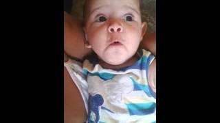 Bebê falando uuuu