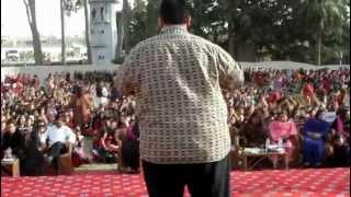 Junaid Sami Khan Live : Lift Karadey.MOV