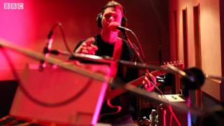 Alt-J - 353 (BBC Introducing Maida Vale session)