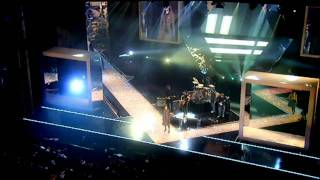 Kasabian - Processed Beats [HD] (Live Fashion Rocks)