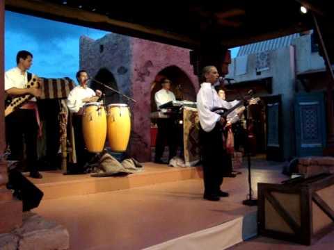 show de música marroquina moderna, no pavilhão do Marrocos