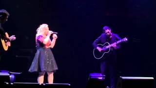 Kelly Clarkson Covers Elvis! (Live at Mohegan Sun, July 2015)