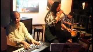 """Maria Augusta Leoni sings """"Vai levando""""(Chico Buarque) Alive"""