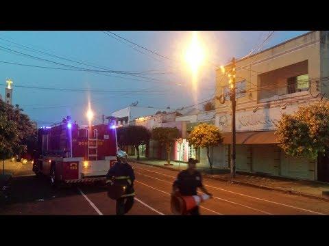 Corpo de Bombeiros de Goioerê combate incêndio em poste de iluminação pública - Cidade Portal