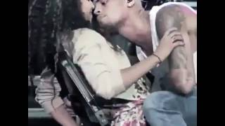 Chris Brown gives hot kiss  on stage