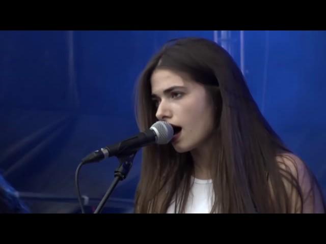 "Vídeo de Belako interpretando ""Vandalism"" en el Bilbao BBK Live."