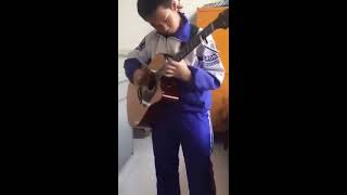 13 Year-Old Self-taught Chinese Guitar Prodigy Plays AC/DC's Thunderstruck
