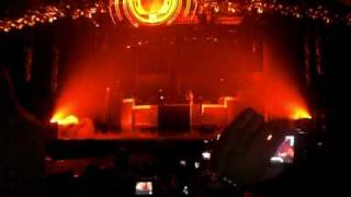 THE BLACK EYED PEAS - LETS GET IT STARTED (LIVE) LG ARENA