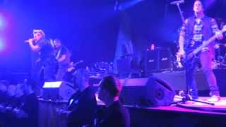 Papa Roach - Burn Live De Mast