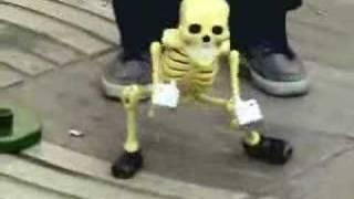 El baile de los esqueletos.