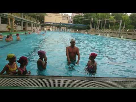 第二次游泳課--學漂浮 - YouTube