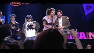 TROFÉU: Vanessa da Mata leva o prêmio de Melhor música.