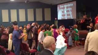 Corpus Christi Christi Fellowship worships Jesus in Spanish (Watch as Pastor Don dances)
