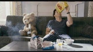 """euronews cinema - """"Ted"""": um ursinho de peluche pouco convencional"""