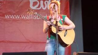 """Wallis Bird """"To my bones"""" live"""