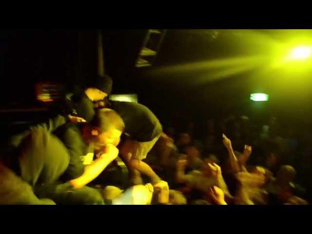 Videoclip oficial de la canción Serpents Chokehold de Malevolence