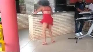 Mulher dançando Pedro Paulo e Alex