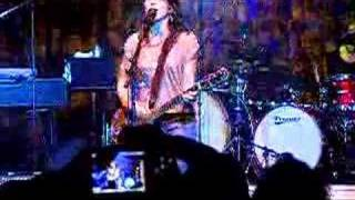 """KT Tunstall performs """"Suddenly I See"""" Live in New York"""