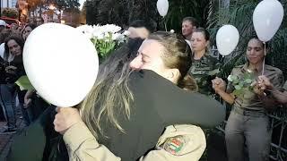 Sociedade Civil entrega flores a PM