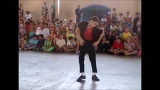 Stefan - Dançando Michael Jackson na escola com 12 anos