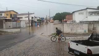 Moradores de rua no Esplanada ficam ilhados após chuvas em JP