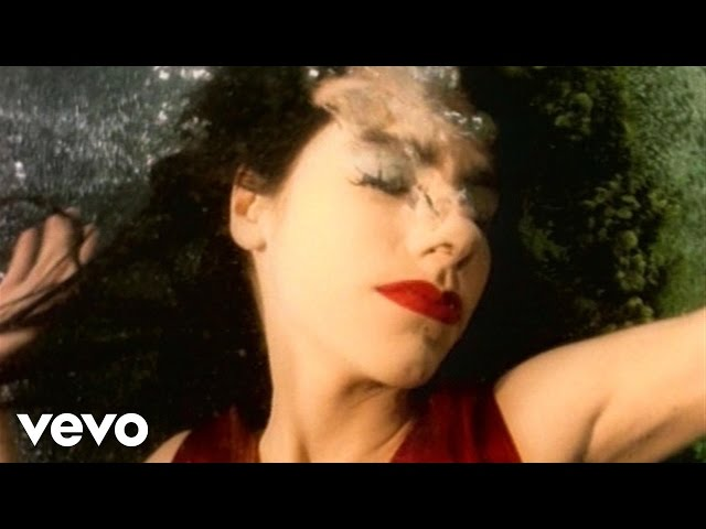Vídeo de la canción Down By The Water de PJ Harvey