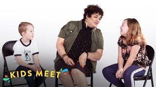 Desmond & Georgia Meet A Woman With Tourette's | Kids Meet | HiHo Kids
